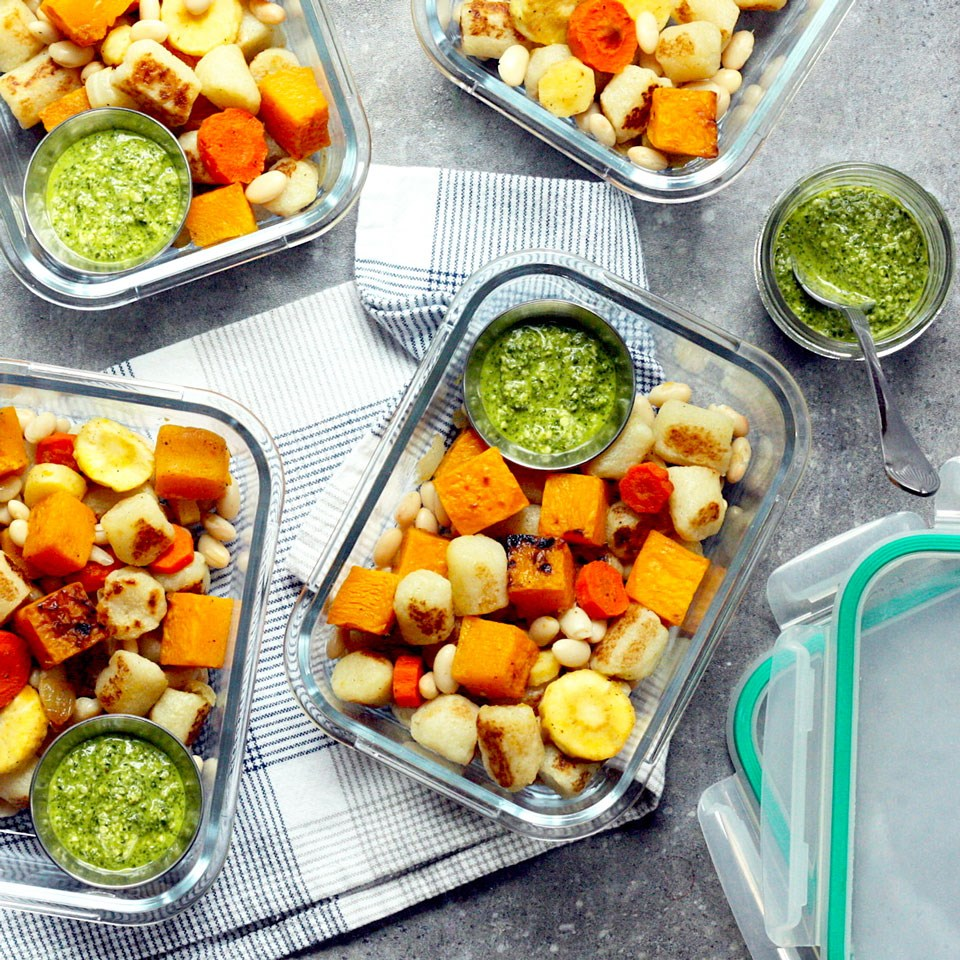 meal containers with healthy meals