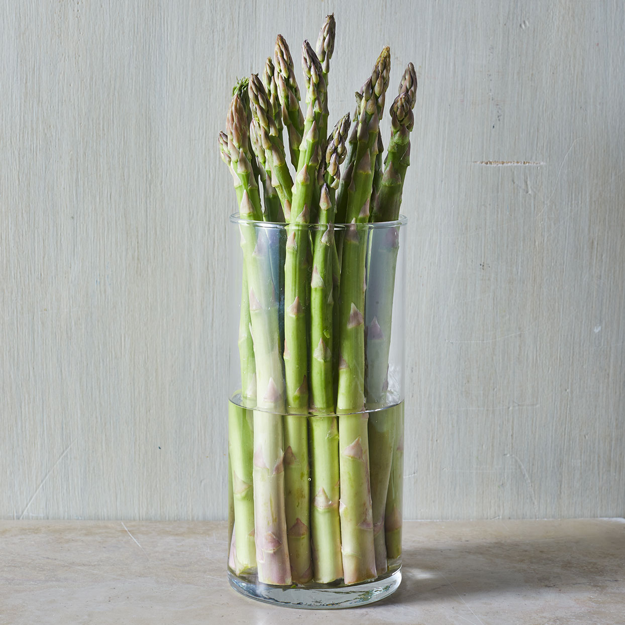 Asparagus-rehydrated-in-a-glass