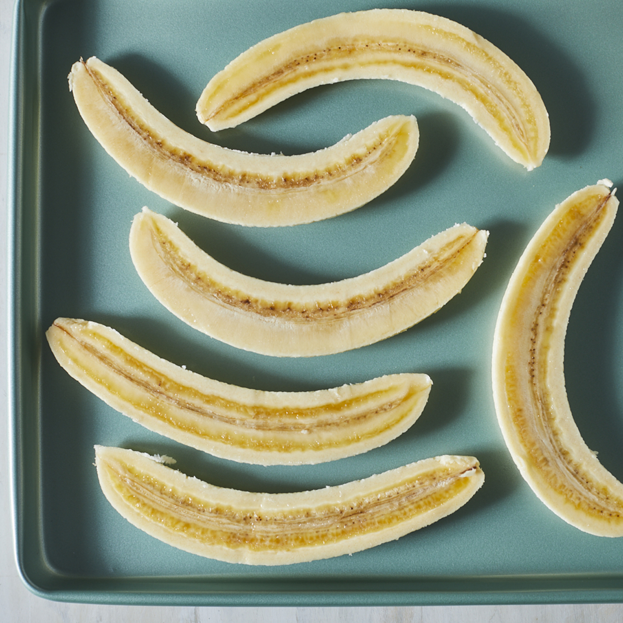 How to Freeze Bananas sliced in half