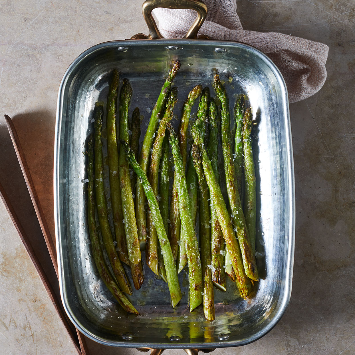 Roasted-Asparagus-in-a-pan
