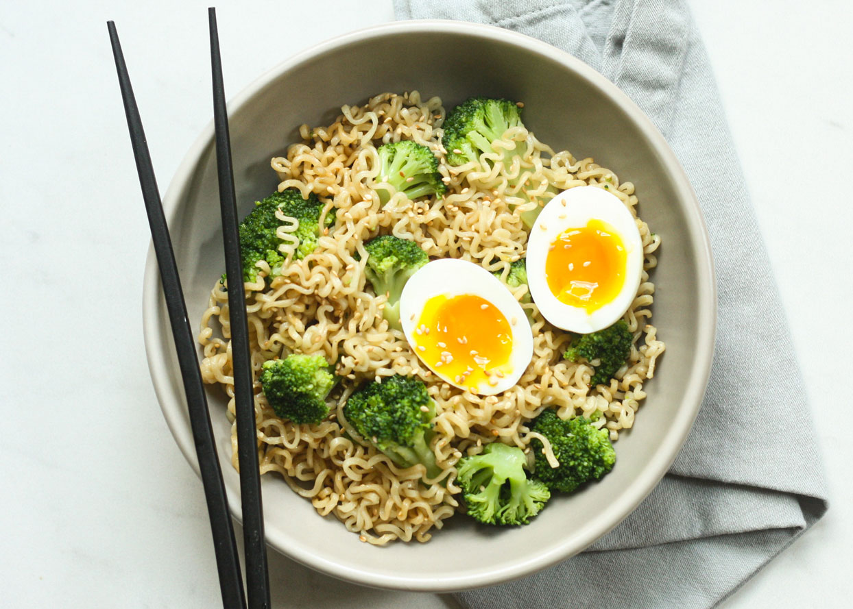 sesame ramen noodles with broccoli and egg