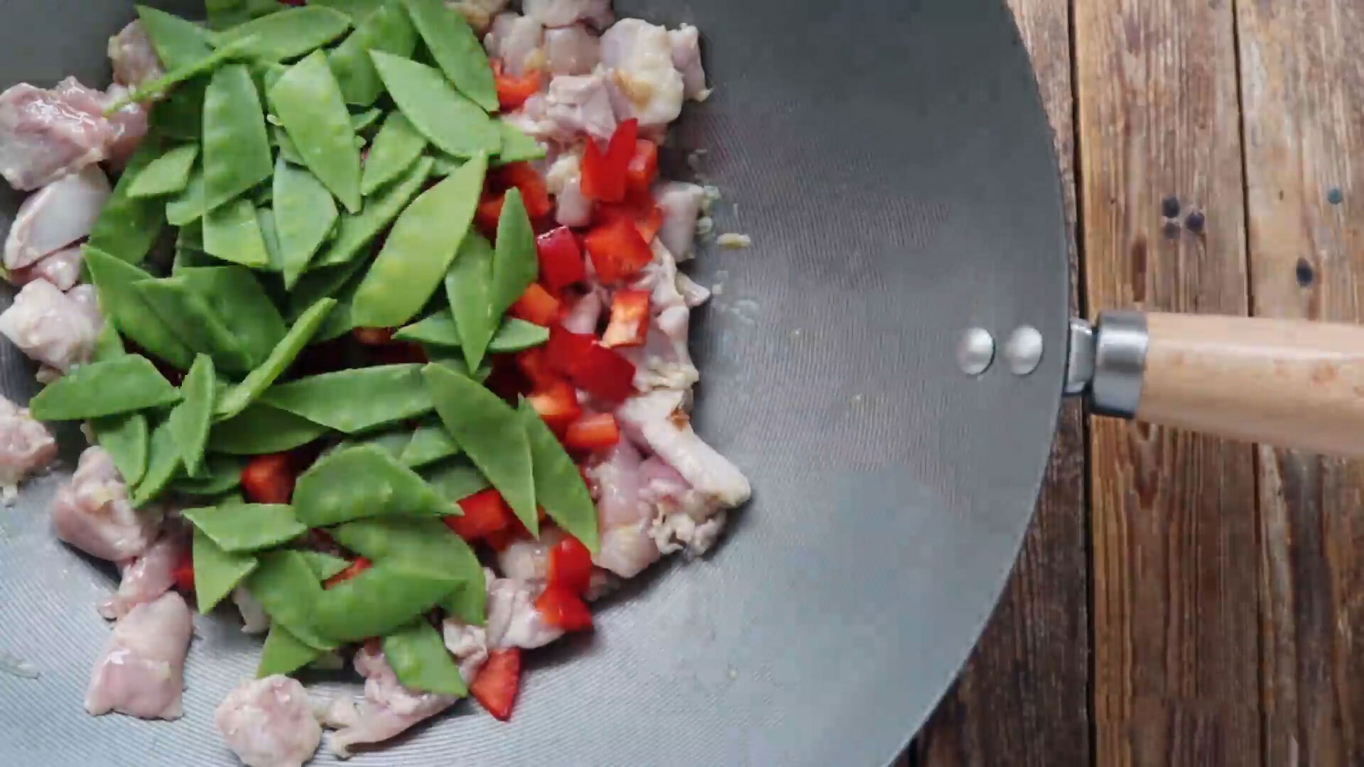 Chicken and vegetables in a wok