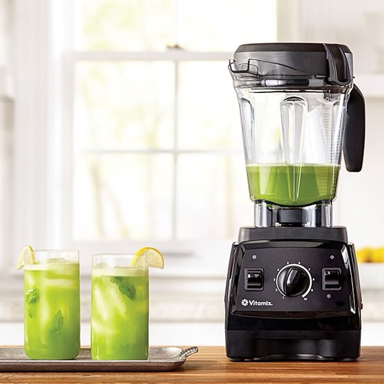 Vitamix blender and two cups