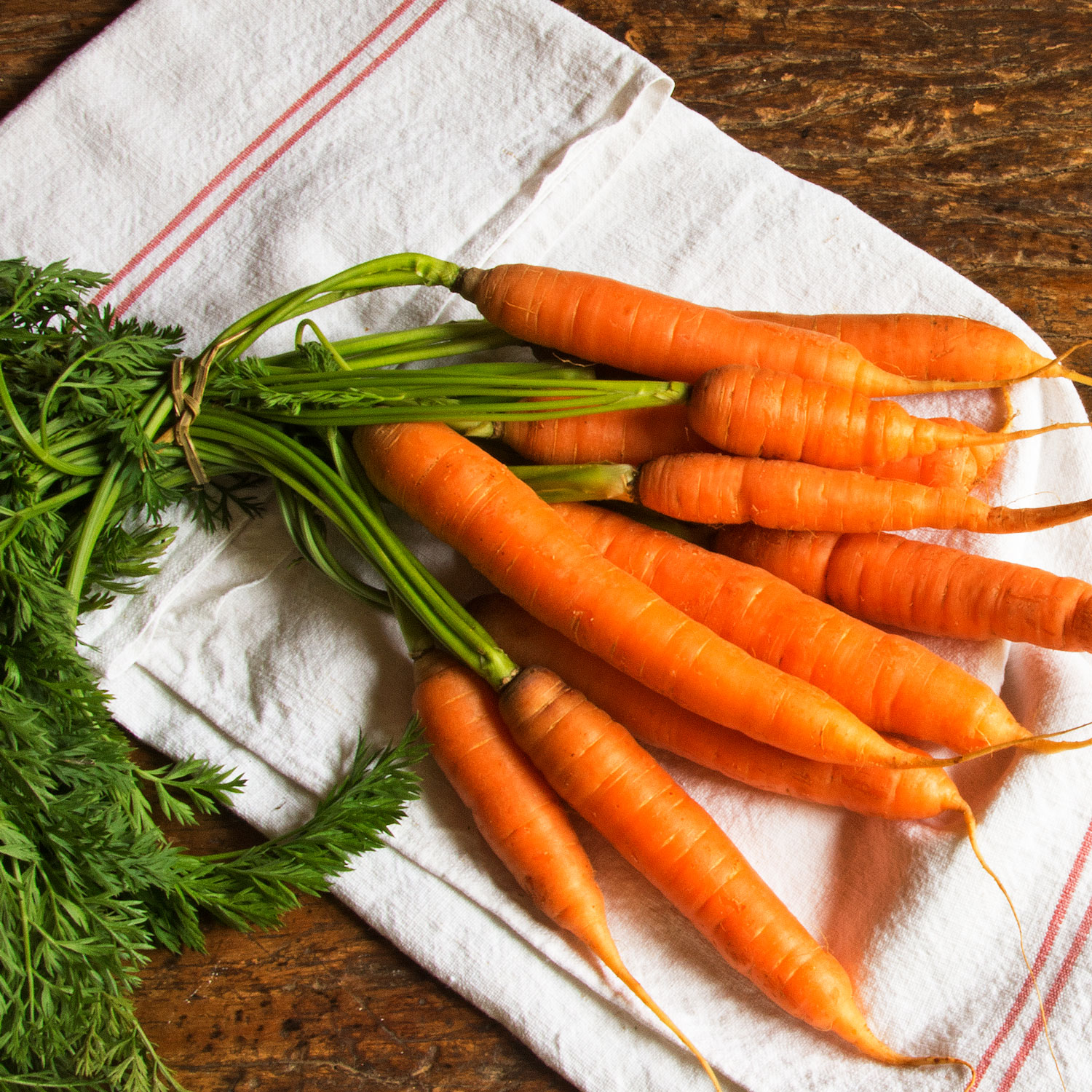 https://www.eatingwell.com/article/7874487/growing-carrots-from-scraps/gettyimages-1031109368/