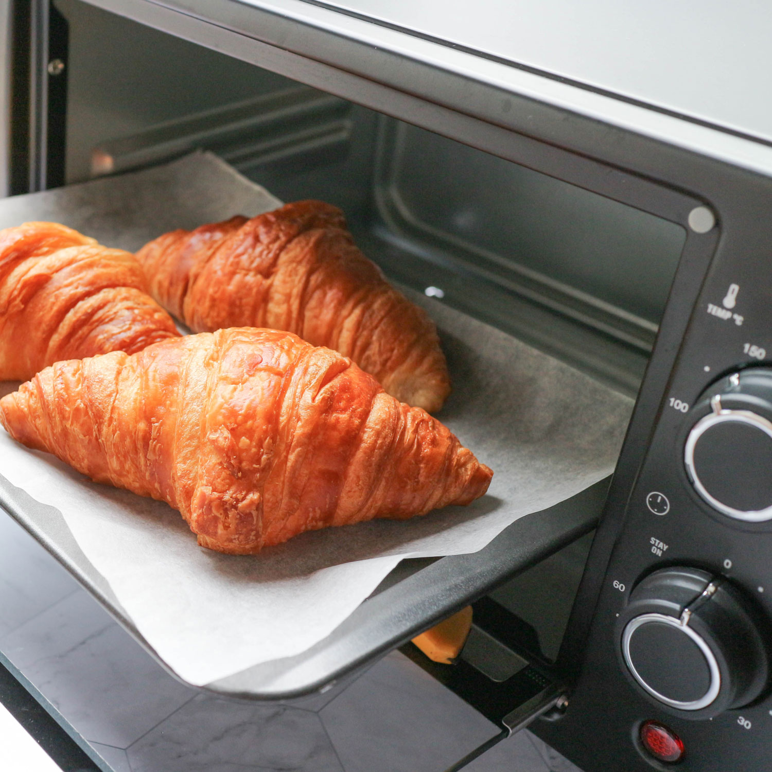 How to Clean a Toaster Oven the Right Way