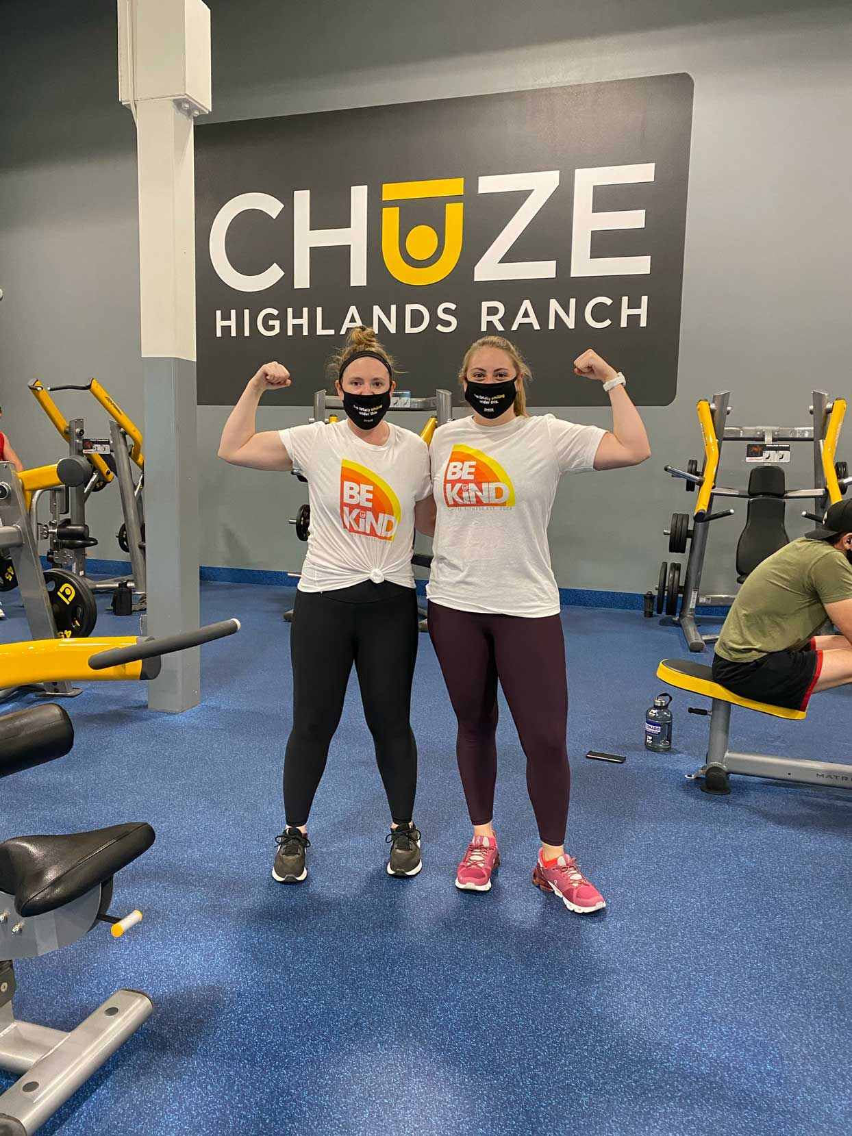 two sisters work out in masks at chuze fitness