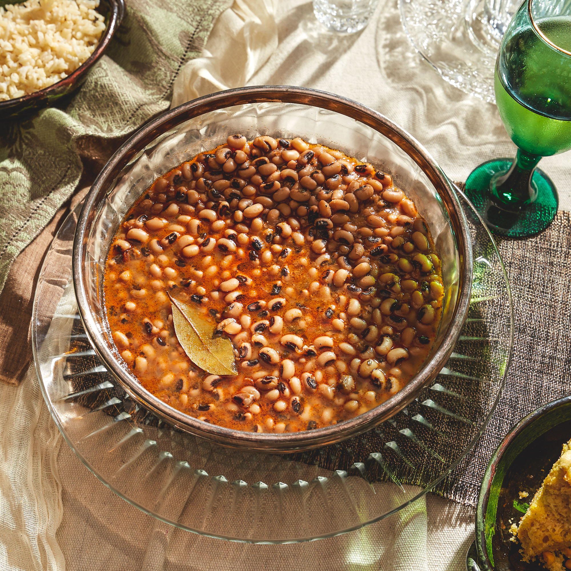 Black-eyed peas in a glass bowl