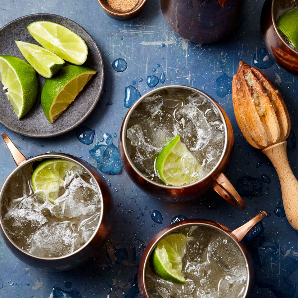 moscow mule cocktail in copper mugs with lime wedges