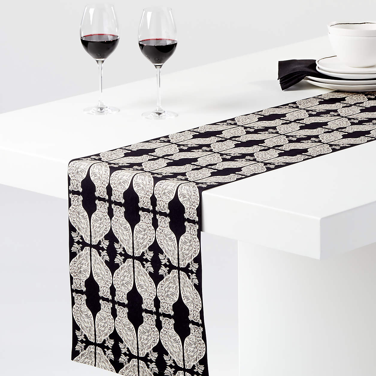 crate and barrel table runner