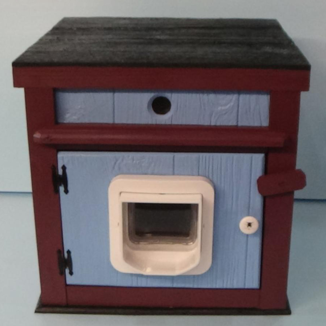 large-heated-outdoor-luxury-cat-house-with-microchip-door