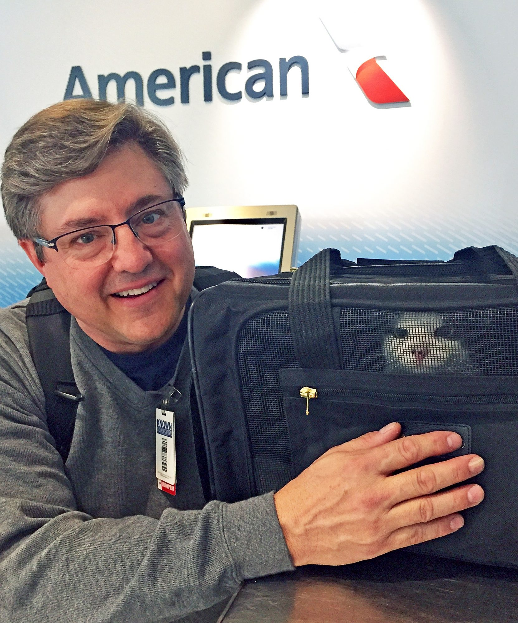 Pilot Marcus Vincent adopting his cat Mickey who was a stray at the DFW airport