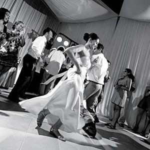 destination_wedding_dancing