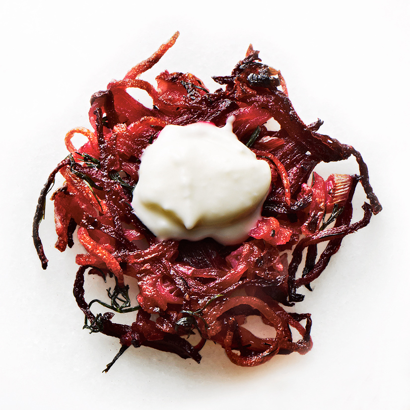 potato-beet-latkes-with-horseradish-cream-102004068