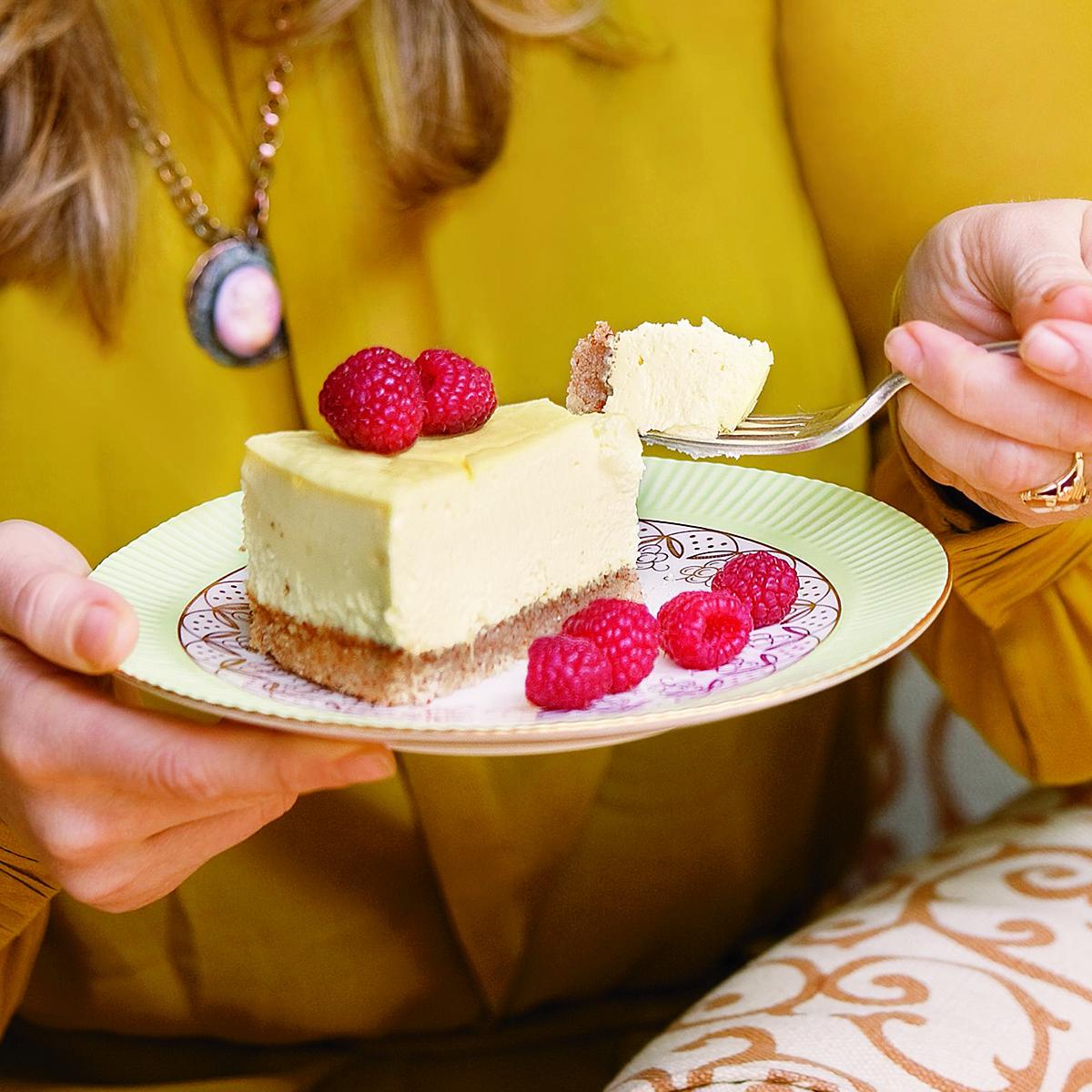 creaming lemon cheesecake with raspberries