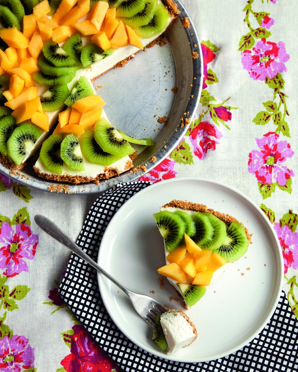 no-bake tropical cheesecake pie