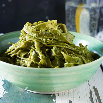 Spinach Pasta with Asparagus pesto