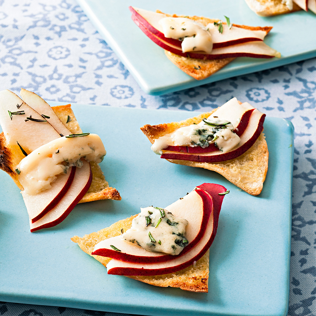 blue cheese pear crisp appetizers with pears