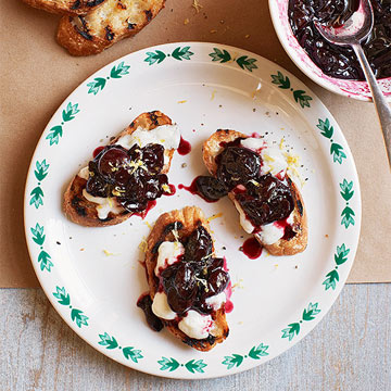 Cherry-Mozzarella Crisps