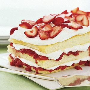 Strawberries 'n' Cream Cake