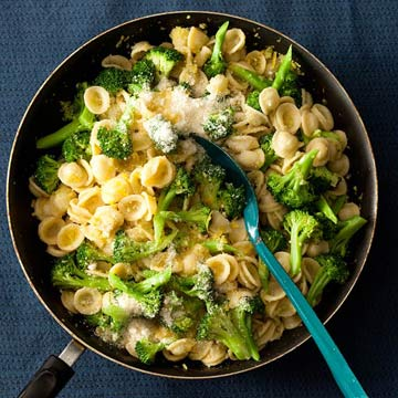 Pasta with Broccoli sauce
