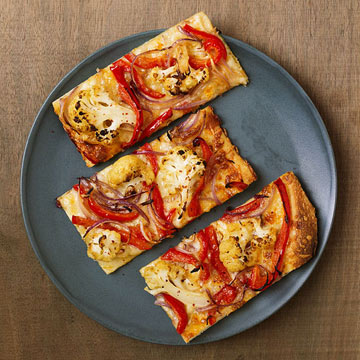 Pizza with Cauliflower, Red Pepper and Onion