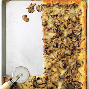 Mushroom and Garlic Pizza