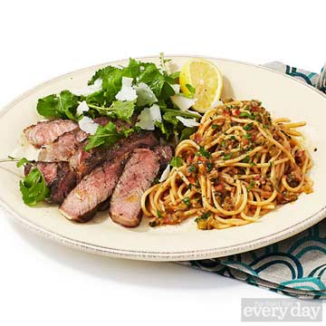 Sliced Steak & Spaghetti with Pepper Sauce