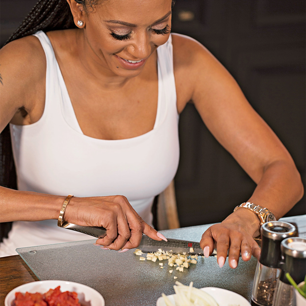 mel b cutting vegetables spice chicken orzo