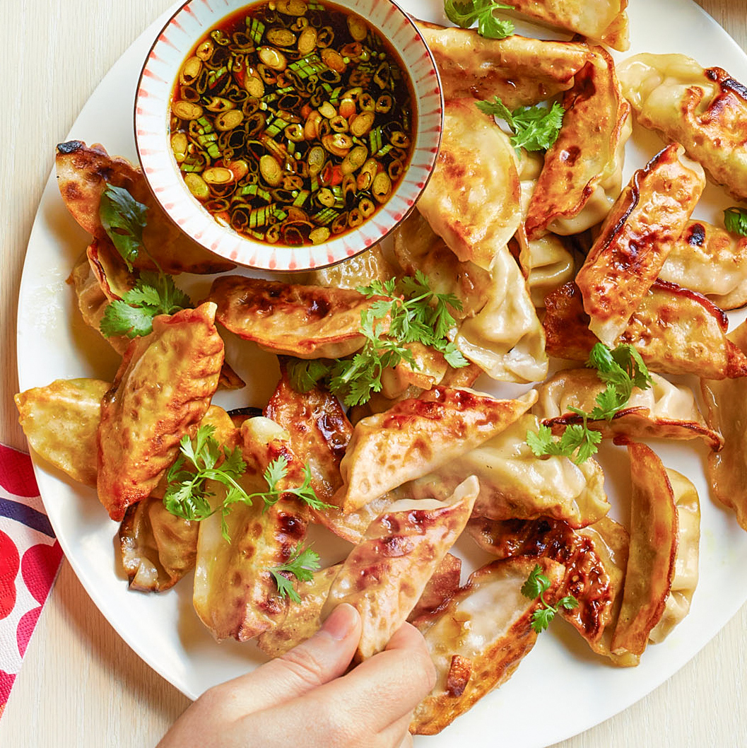 pot stickers with sesame soy dipping sauce