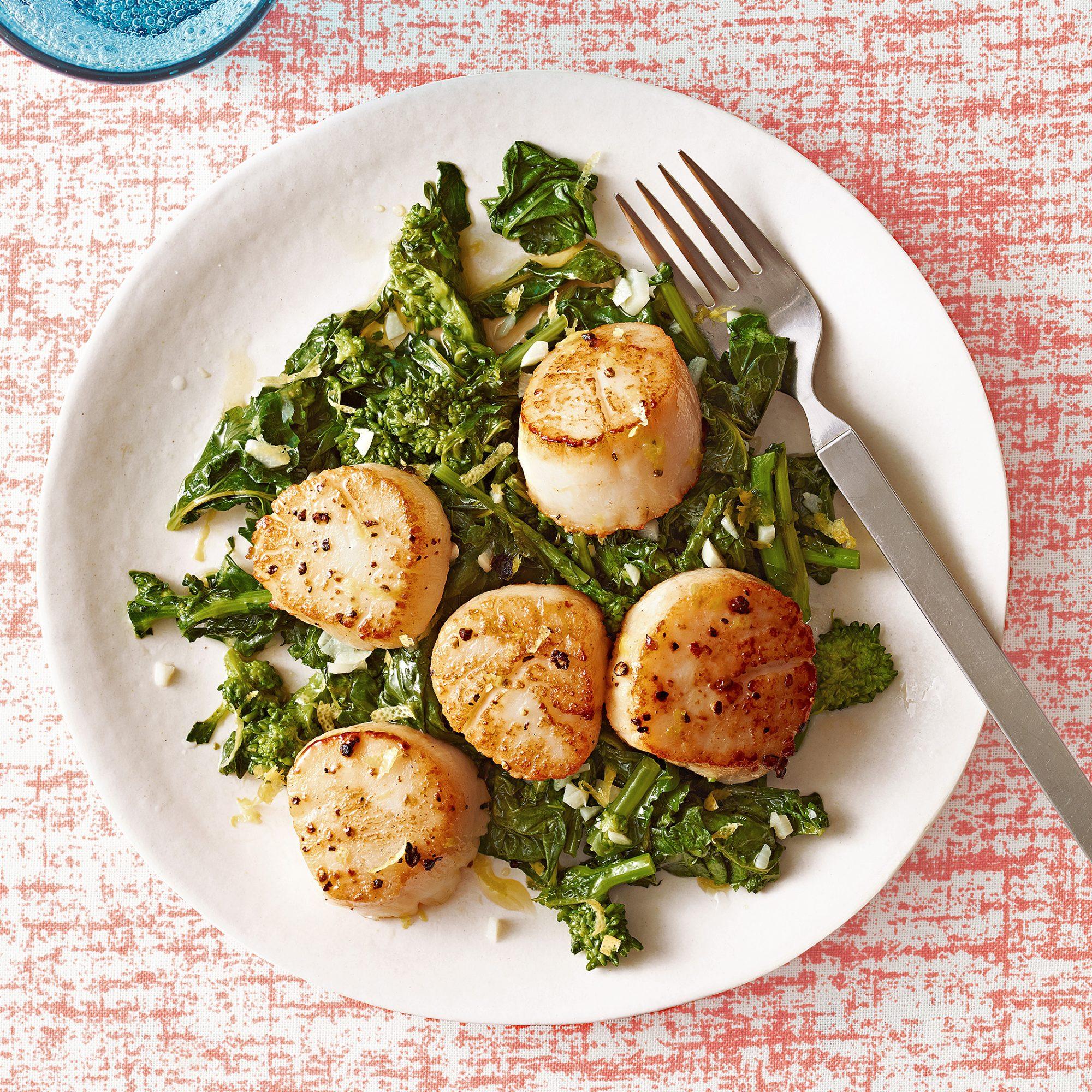 Scallops with Lemony Broccoli Rabe