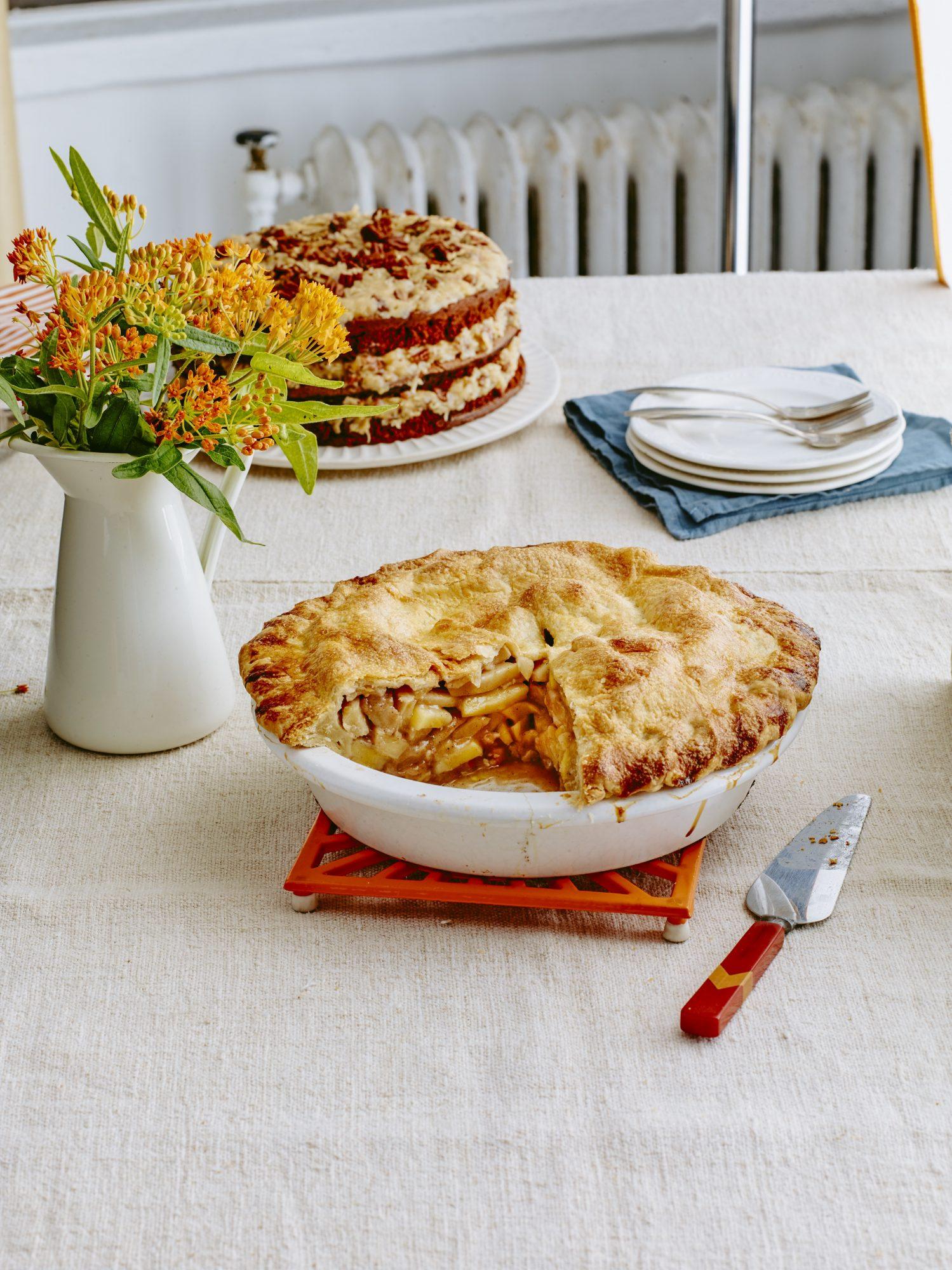 Emeril Lagasse's Cinnamon and Spice Deep-Dish Apple Pie