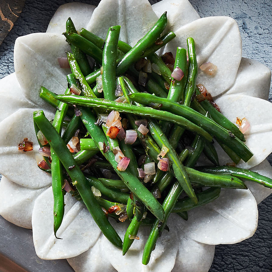 sauteed green beans with red onion