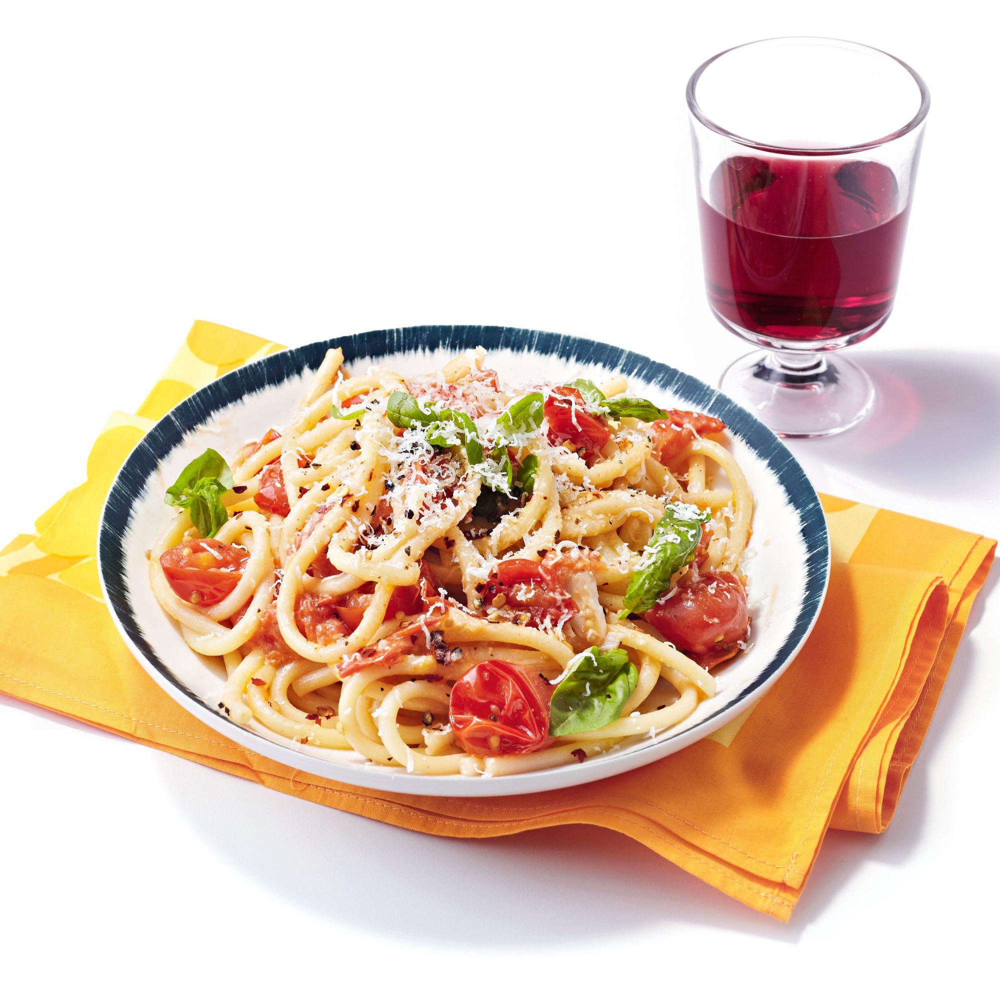 Fat Spaghetti with Garlic, Cherry Tomatoes & Basil
