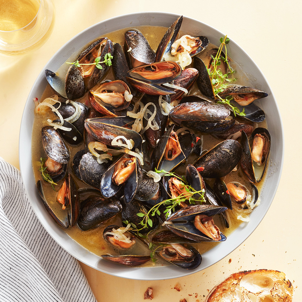 mussels white bowl seafood
