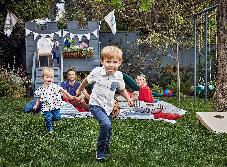 emily hendersons family in backyard