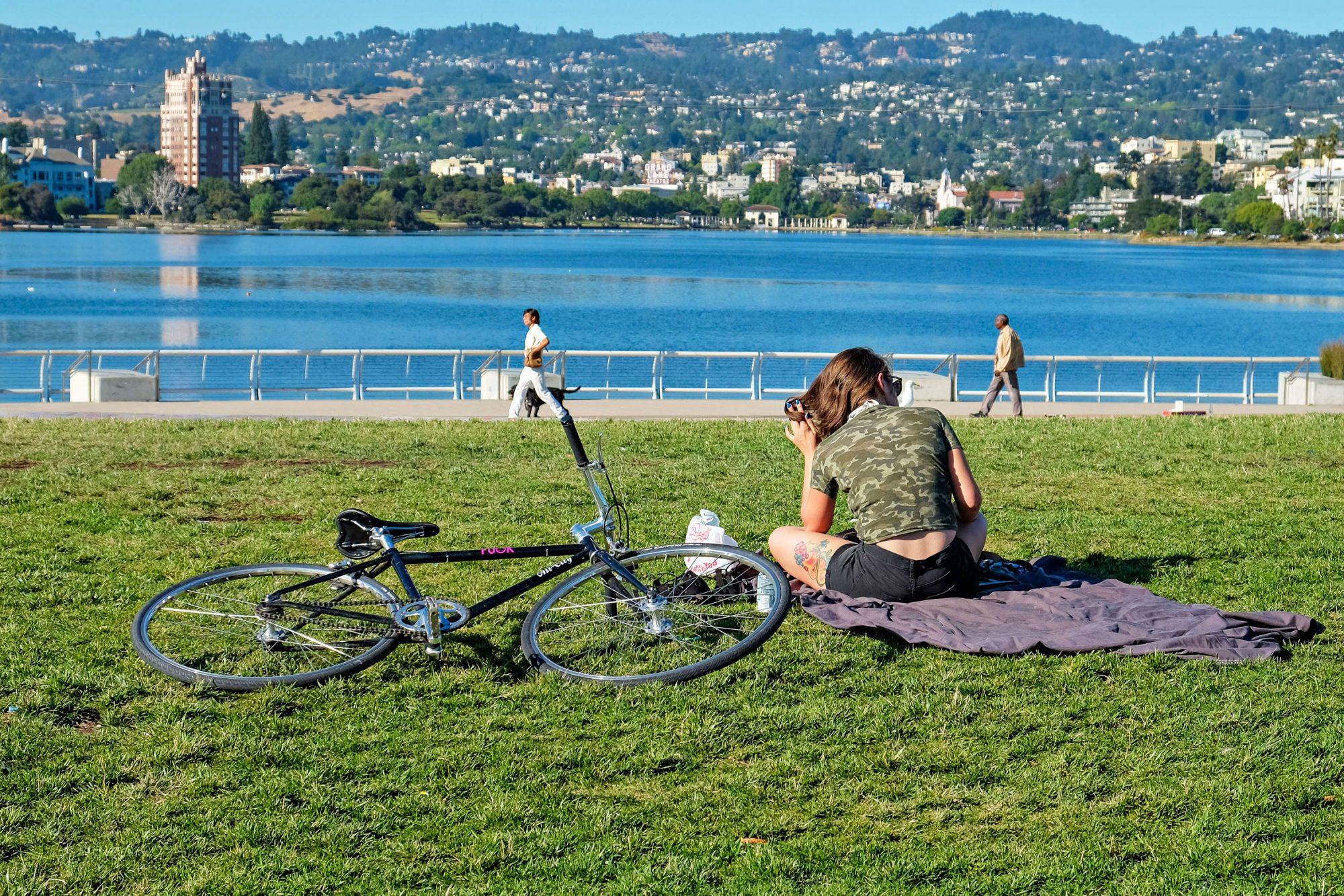 woman with bike at lake merritt