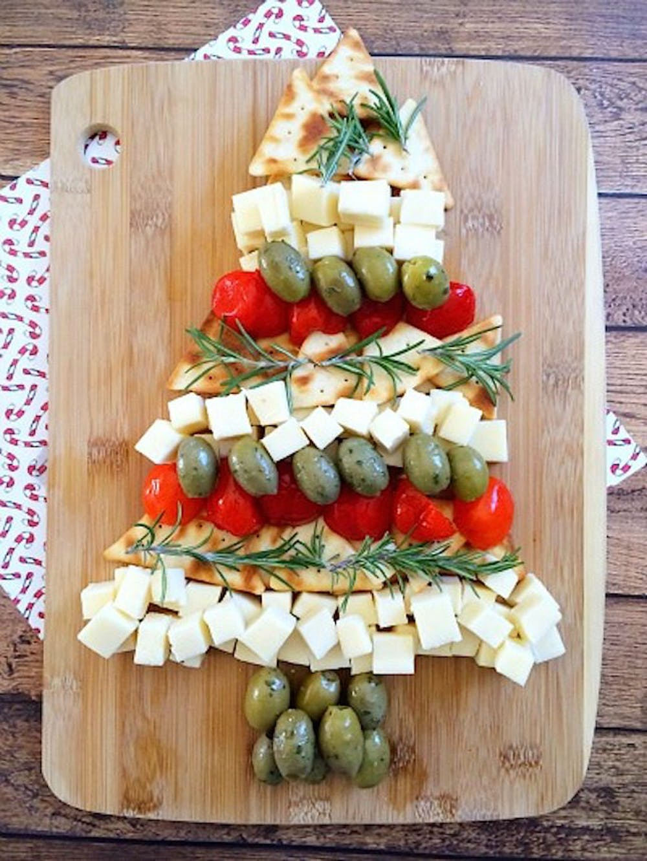 Christmas-Tree-Cheese-Platter-Final-645x859