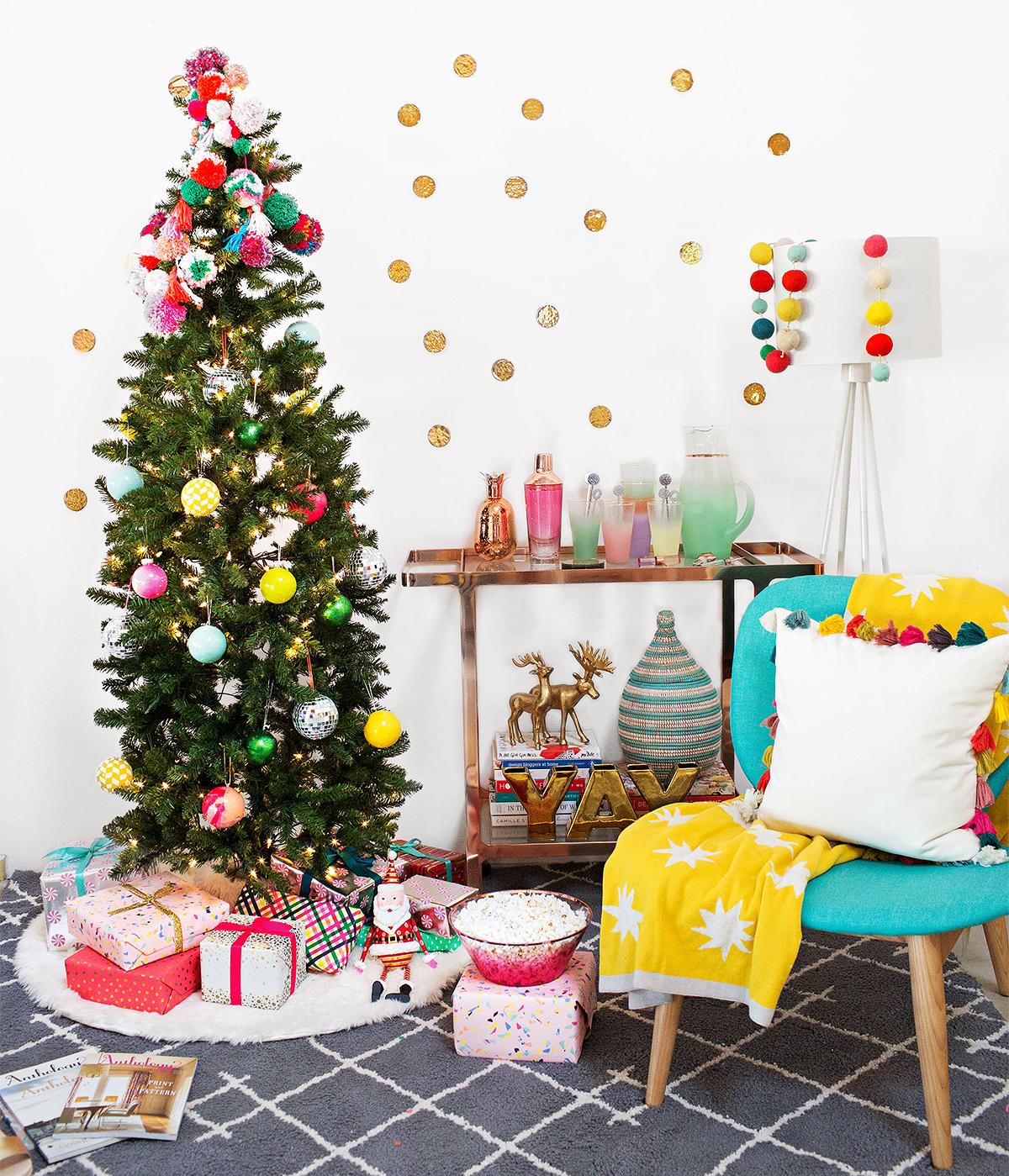pom pom tree topper holiday scene