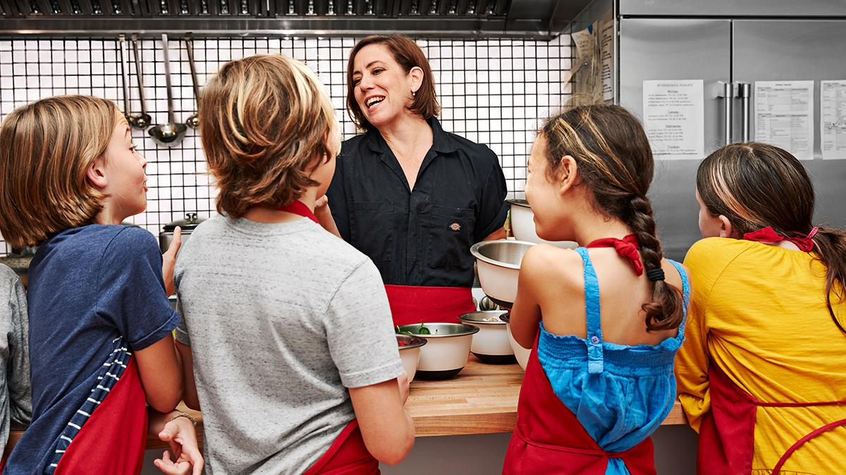 dana teaches kids about lemongrass at counter