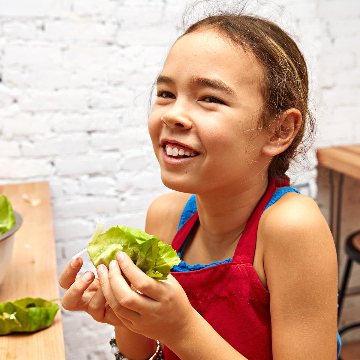 Alma does a lettuce-wrap taste test