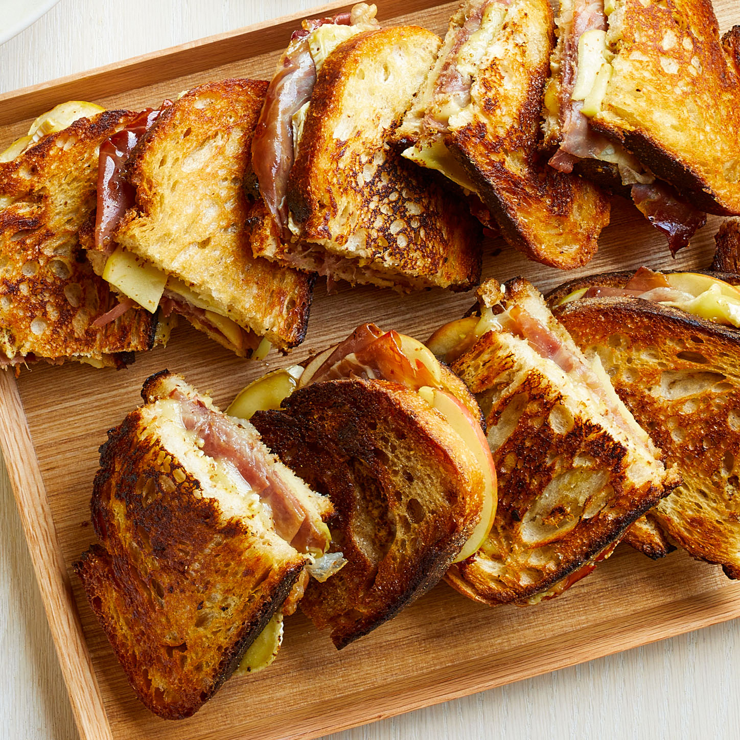 baked brie apple prosciutto sandwiches