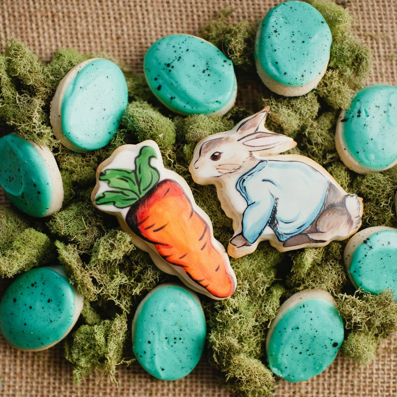 hand-painted-peter-rabbit-carrot-and-speckled-blue-eggs-cookies