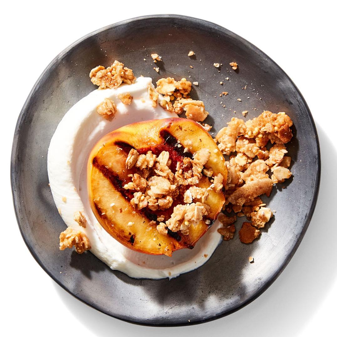 peaches with yogurt and granola