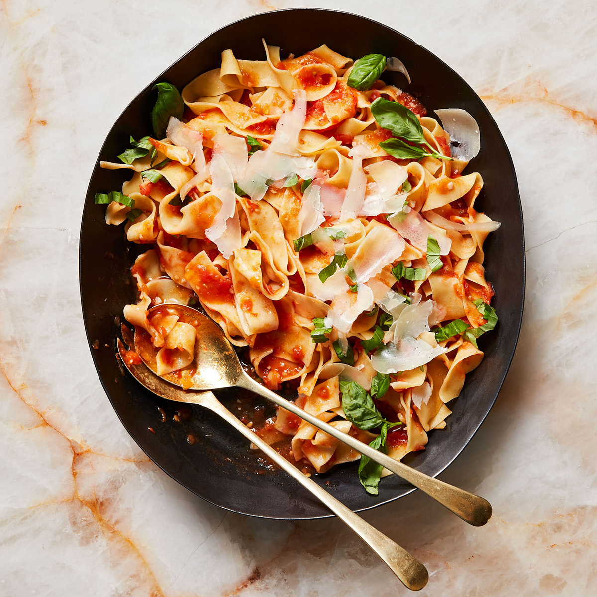 pappardelle with heirloom tomato sauce