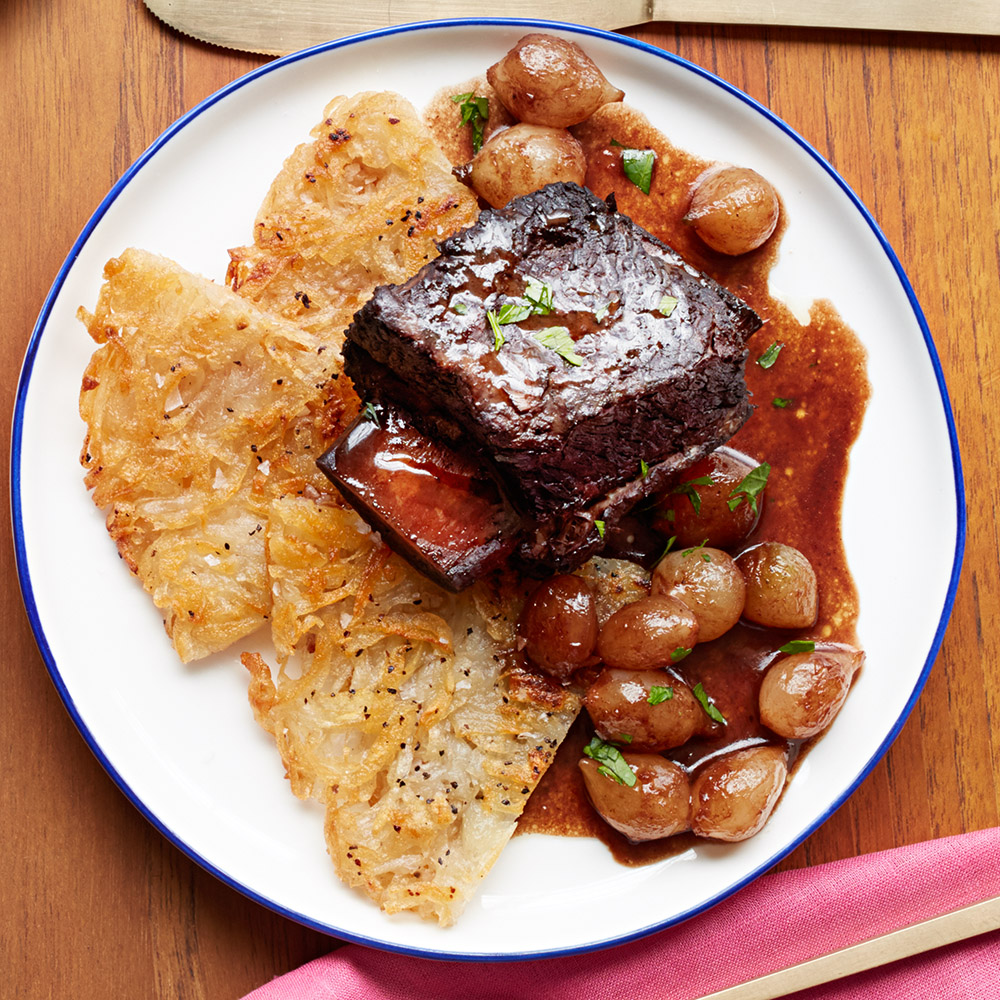 red-wine-braised-short-ribs-with-rosti-potatoes-102675311