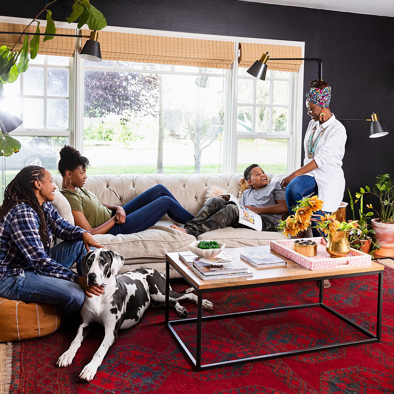 Shavonda Gardner and family in living room