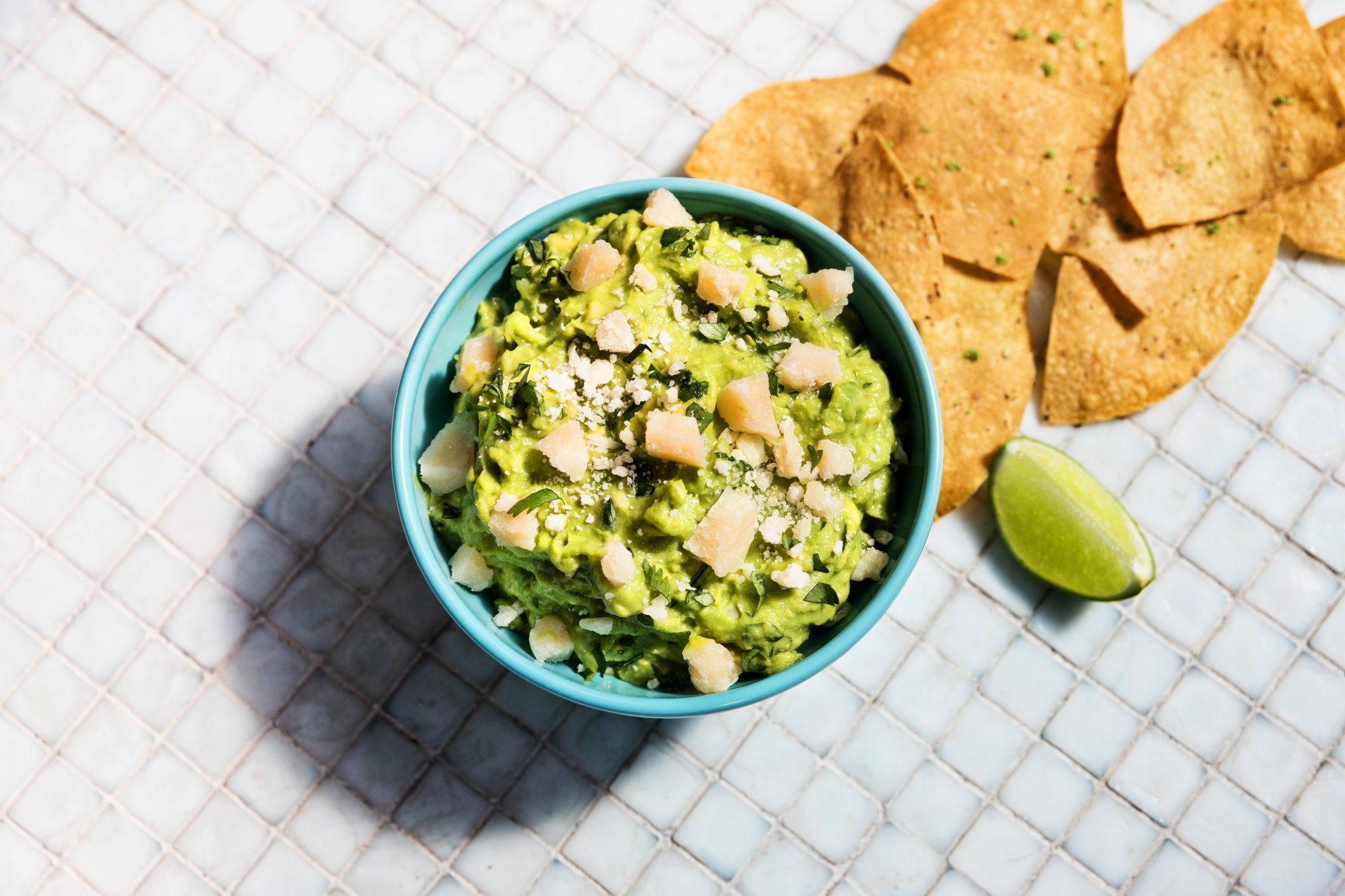 guacamole-with-parmesan-puesto