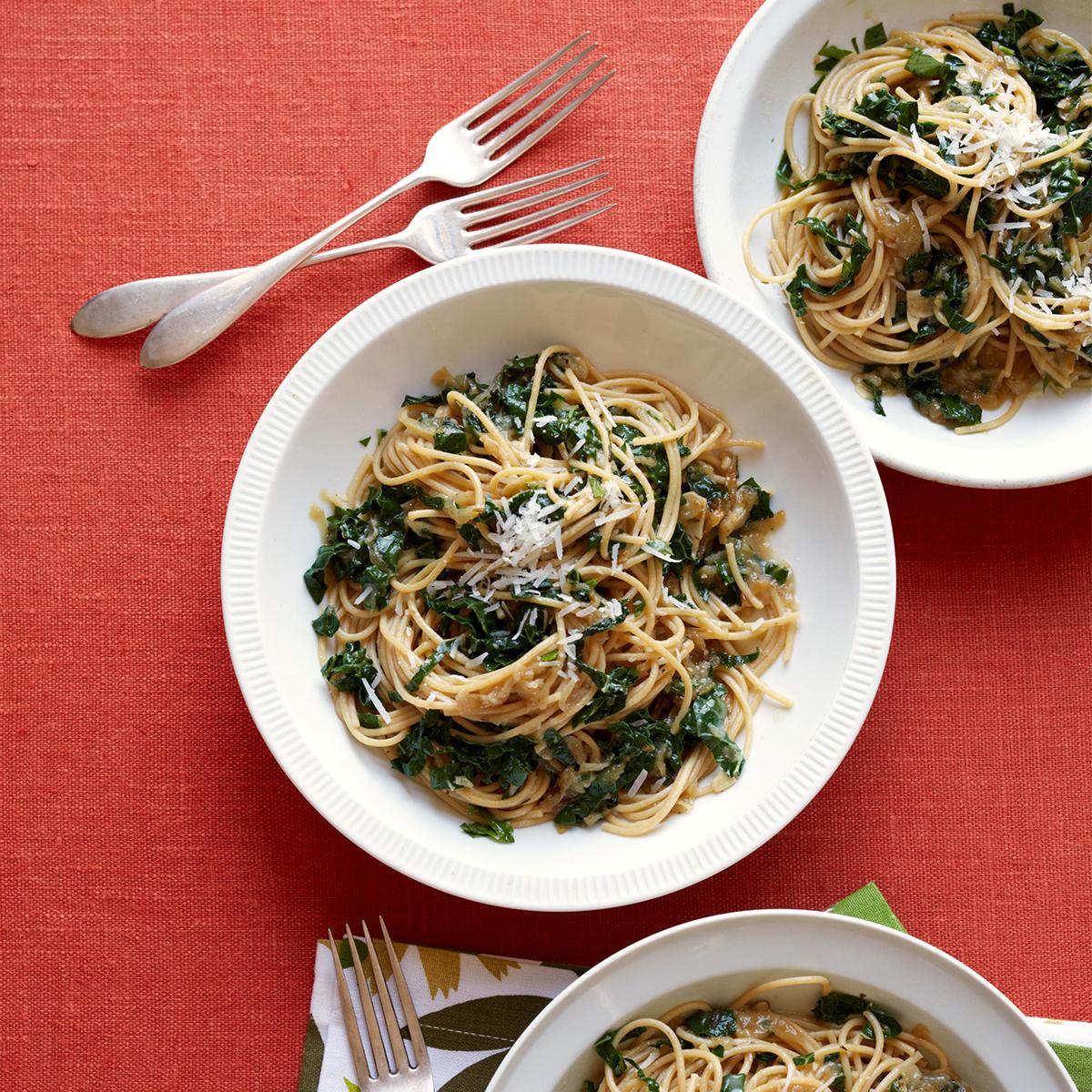 shallot spaghetti with kale