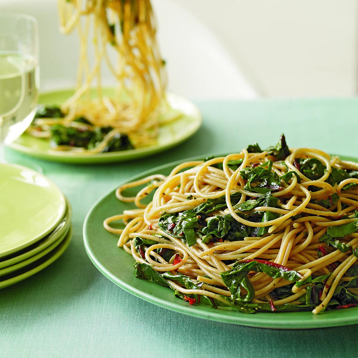 garlic-and-oil-spaghetti-with-greens-2b8c7b2a