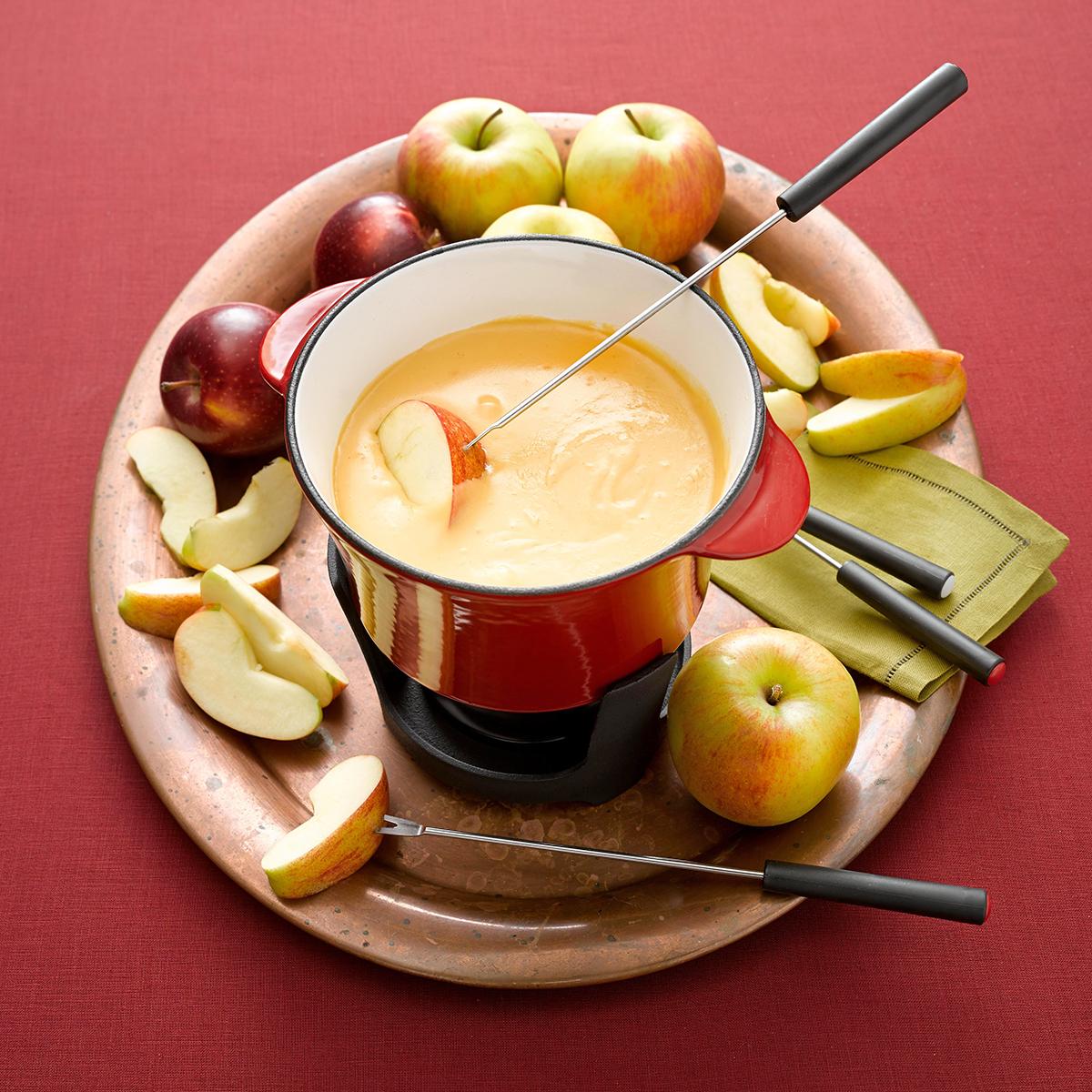 apple cheddar fondue